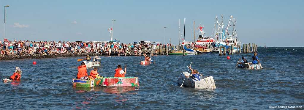 Papierboot-Regatta beim Molenfest von Steenodde auf Amrum
