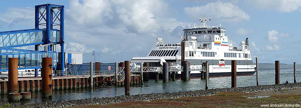Schiffsverkehr am Fähranleger von Wittdün