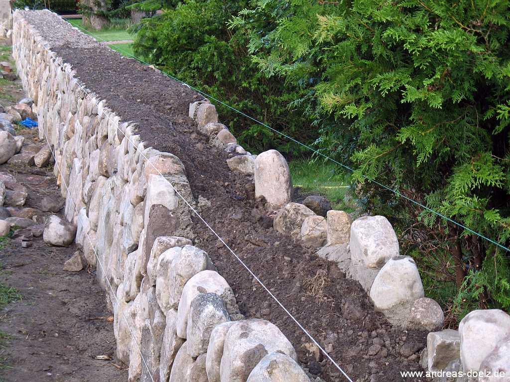 der friesenwall - eine trockenmauer als grundstücksbegrenzung